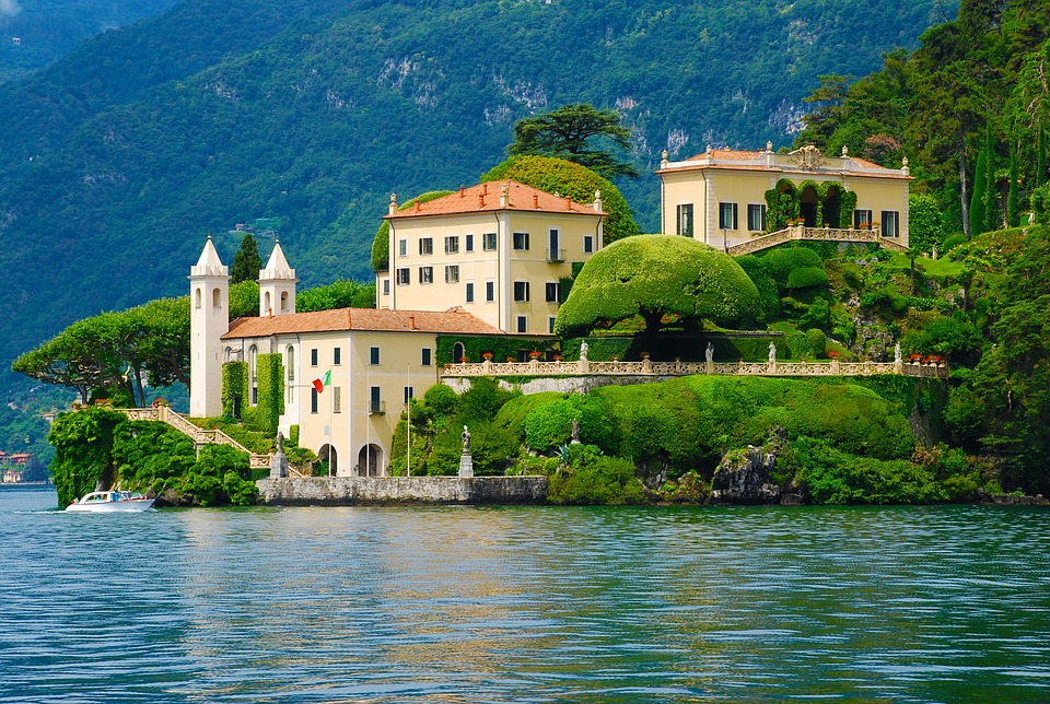 Les différentes lois et décrets qui régissent les locations de tourisme entre particuliers